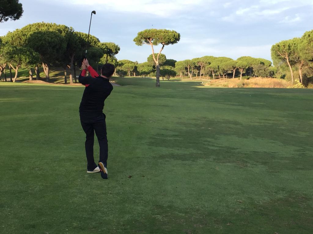 Pro playing golf El Rompido